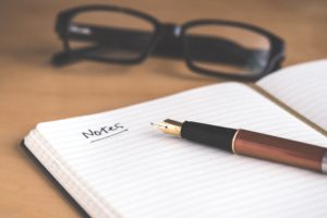 メガネと筆記用具